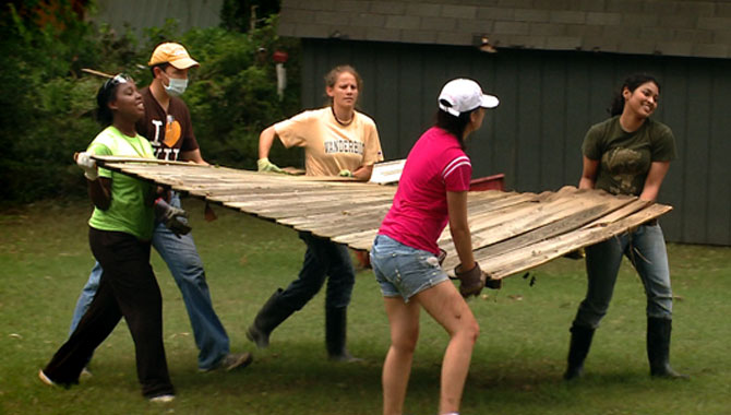 VUCast: Vandy flood cleanup crews hit Nashville neighborhoods
