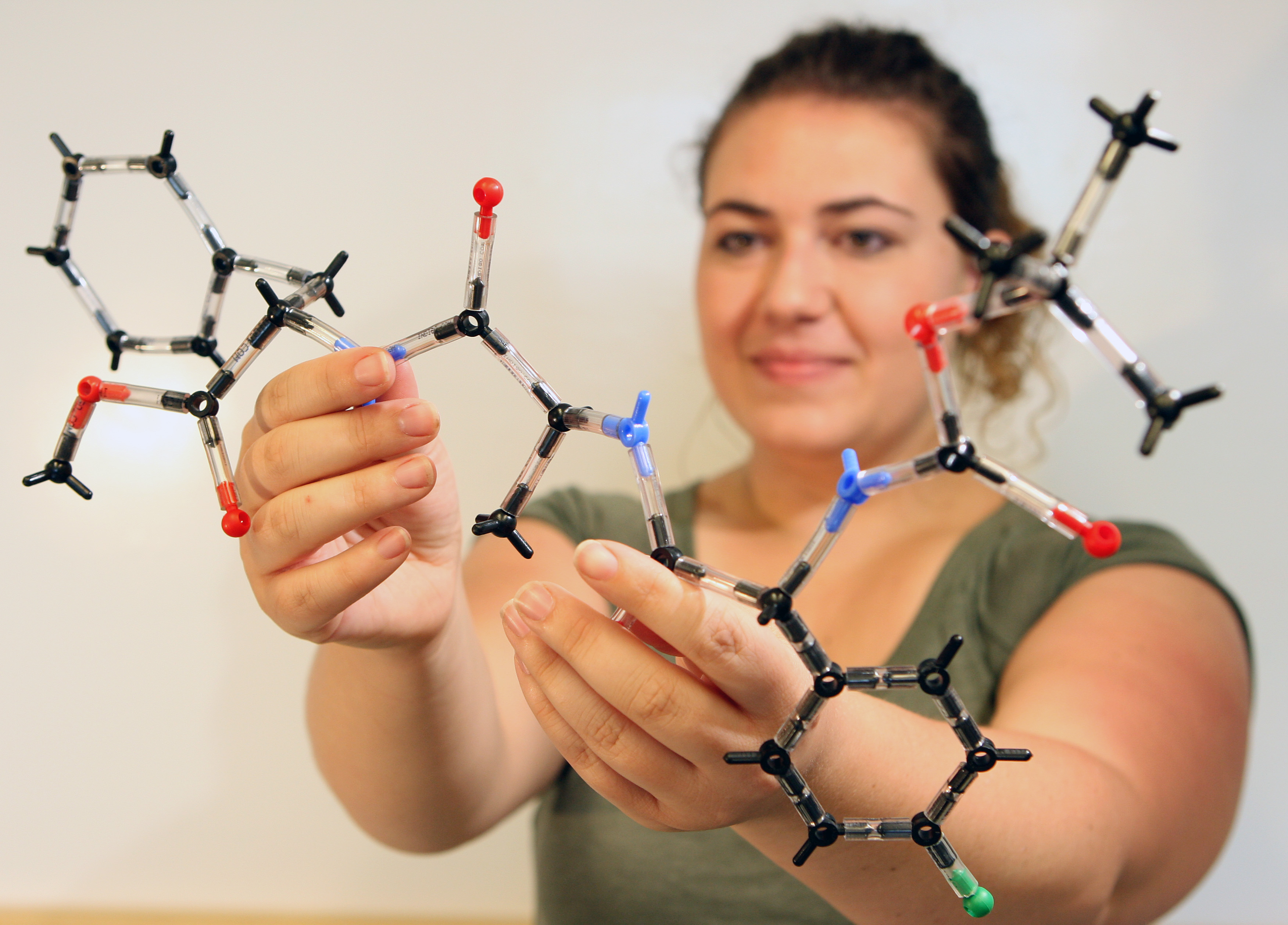 Novel method of peptide synthesis promises to lower cost, increase availability of new drugs based on natural compounds