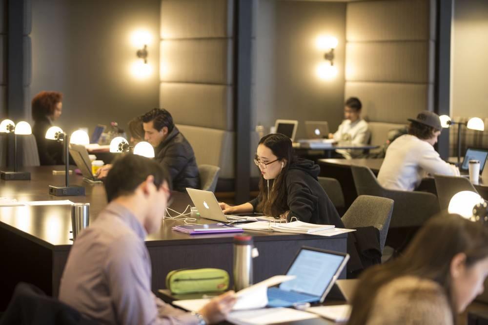Students in the recently renovated Walker Management Library (Joe Howell/Vanderbilt University)