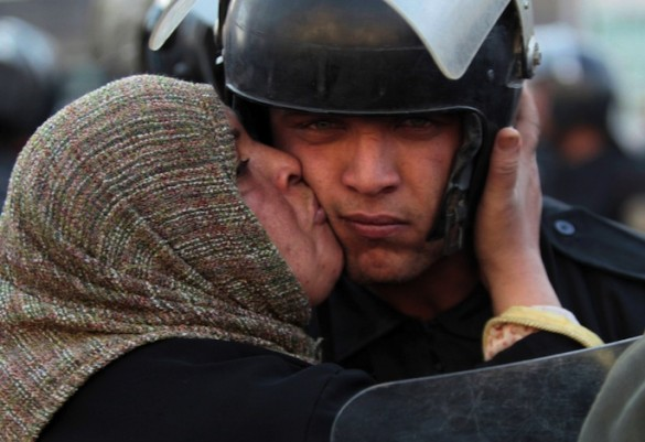 Egyptian woman kissing police officer