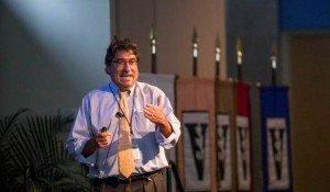 Chancellor Nicholas S. Zeppos speaks at the 2015 Fall Faculty Assembly. (Joe Howell/Vanderbilt)
