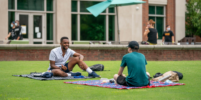 First year students make new friends as they arrive on the Martha Rivers Ingram Commons.
