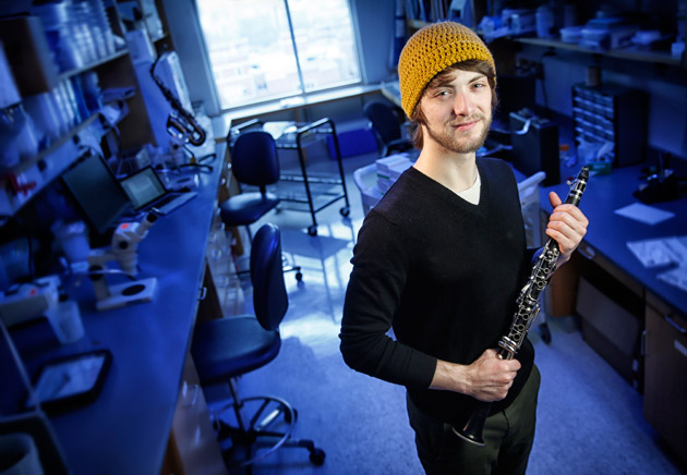 Blair senior Brian Cooper in the Rokas Lab. (John Russell/Vanderbilt)