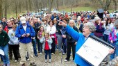 Geology walk with Mayor Dean and Molly Miller draws crowd
