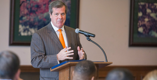 Mayor Karl Dean addresses Vanderbilt Divinity students at the April 8 forum. (Daniel Dubois/Vanderbilt)