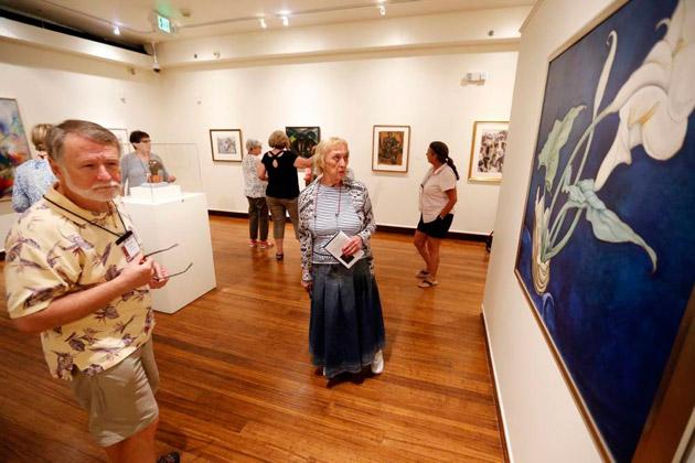 Students enrolled in an Osher Lifelong Learning class view renowned art at the Van Vechten Art Gallery, thanks to a new VU-Fisk partnership. (Steve Green/Vanderbilt)