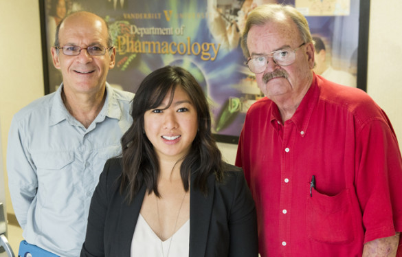 Michael Aschner, Ph.D., left, Thuy Nguyen, Ph.D., L. Jackson Roberts, M.D., and colleagues are studying a compound found in buckwheat seeds that extends the lifespan of worms. (photo by Joe Howell)