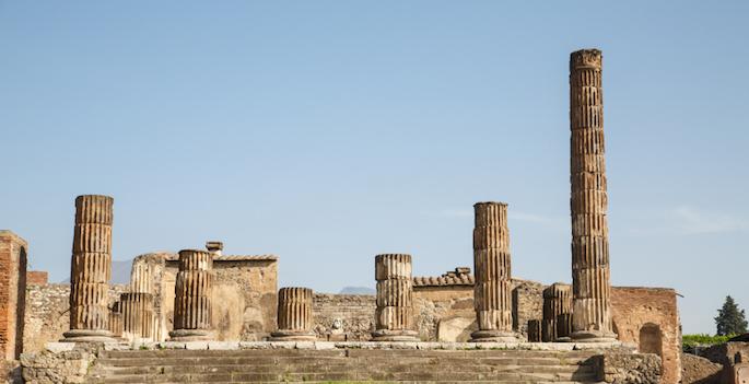 broken columns at pompeii