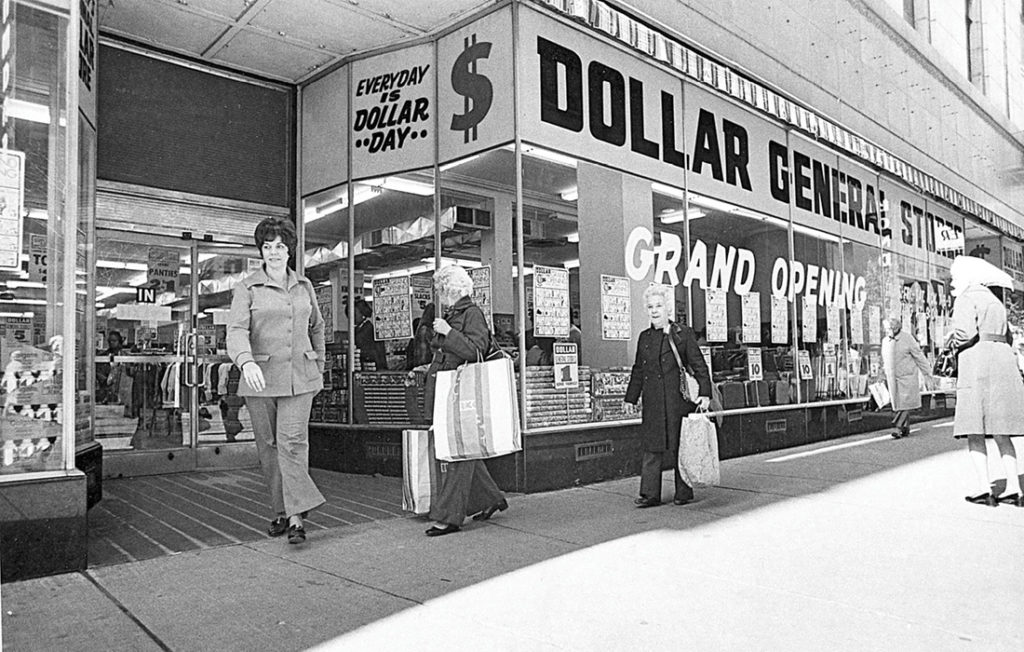 photo of shoppers at Dollar General store