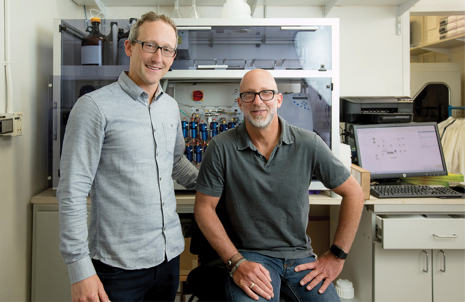 photo of Jake Beverage and Ed Esquenazi in the Sirenas lab