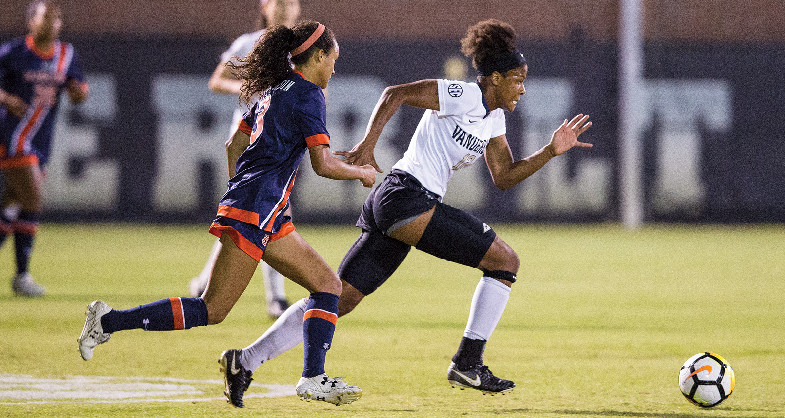 Simone Charley heads downfield last October, helping the Commodores defeat Auburn 2–1 and clinching the No. 4 seed in the SEC Tournament. (JOE HOWELL)
