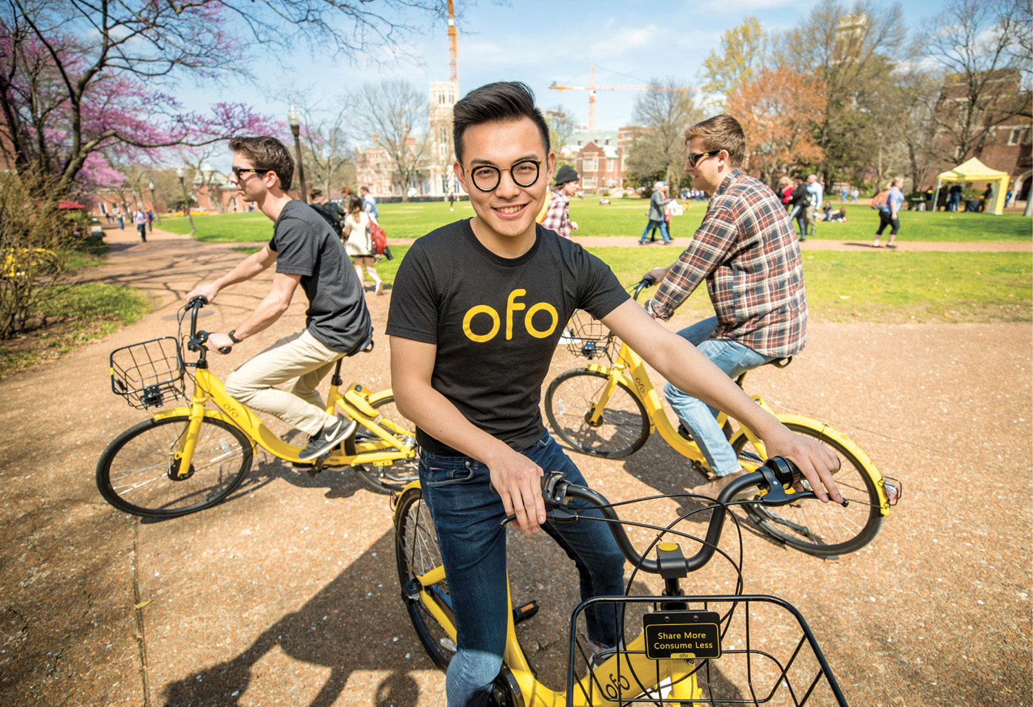 photo of Yalun Feng riding an ofo bicycle