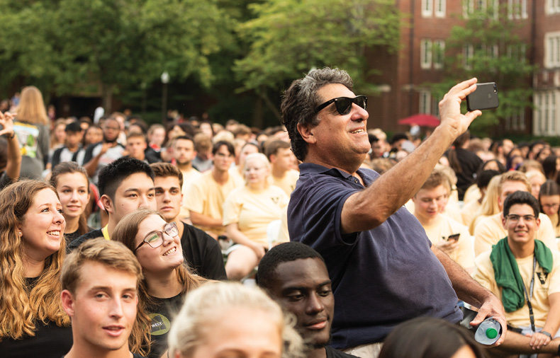 photo of Chancellor Zeppos taking a selfie with students